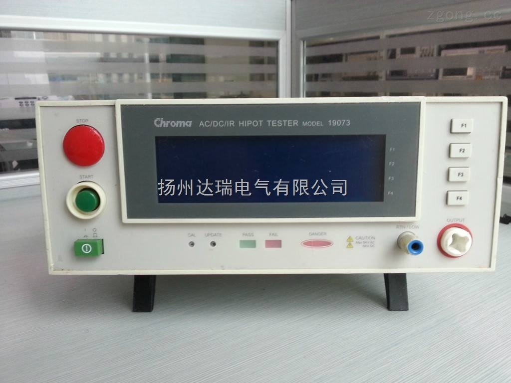 绝缘耐压测试仪概述: 本仪器根据国际电工委员会标准IEC、156《绝缘油介电强度测定法》和国际GB/T1507-2002的要求及中华人民共和国电力部行业标准DL429.9-91《绝缘油介电强度测定法》为依据,并充分考虑实际操作及户外作业的需要,而设计的一种便携式仪器设备。 本公司生产的ZIJJ—系列三杯电脑全自动油试验机引进国外的先进技术,是一种集计算机及微处理器为核心部件的高精度,全自动油试验装置,成功地攻克了强电磁场对微处理器严重干扰的难关,实现了机电一体化,使本仪器具备了自动检测、自动测